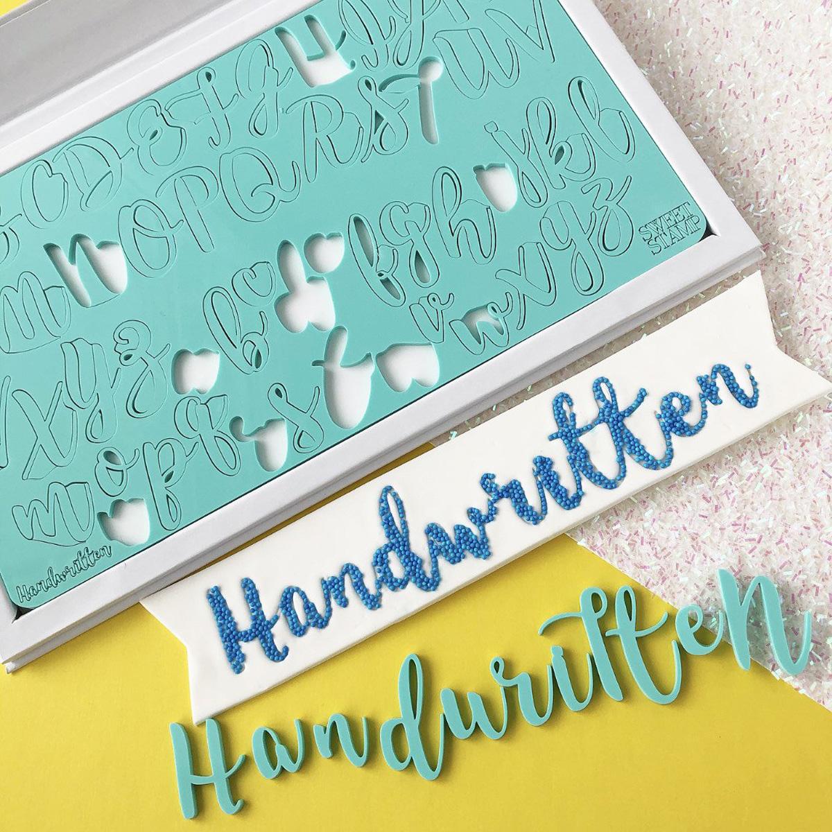 Sweet Stamp HANDWRITTEN Prägeset - Groß-und Kleinbuchstaben