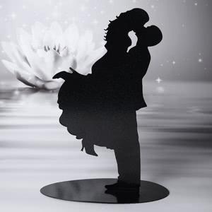 Küssendes Brautpaar - Silhouette aus Metall